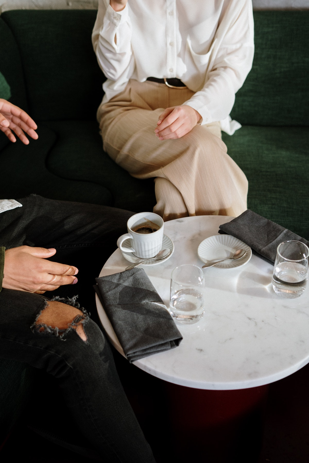10 Foolproof Questions for Great Conversations how to talk to anyone How To Talk To Anyone - Tricks For Big Success in Relationships womenontopp.com women on Topp