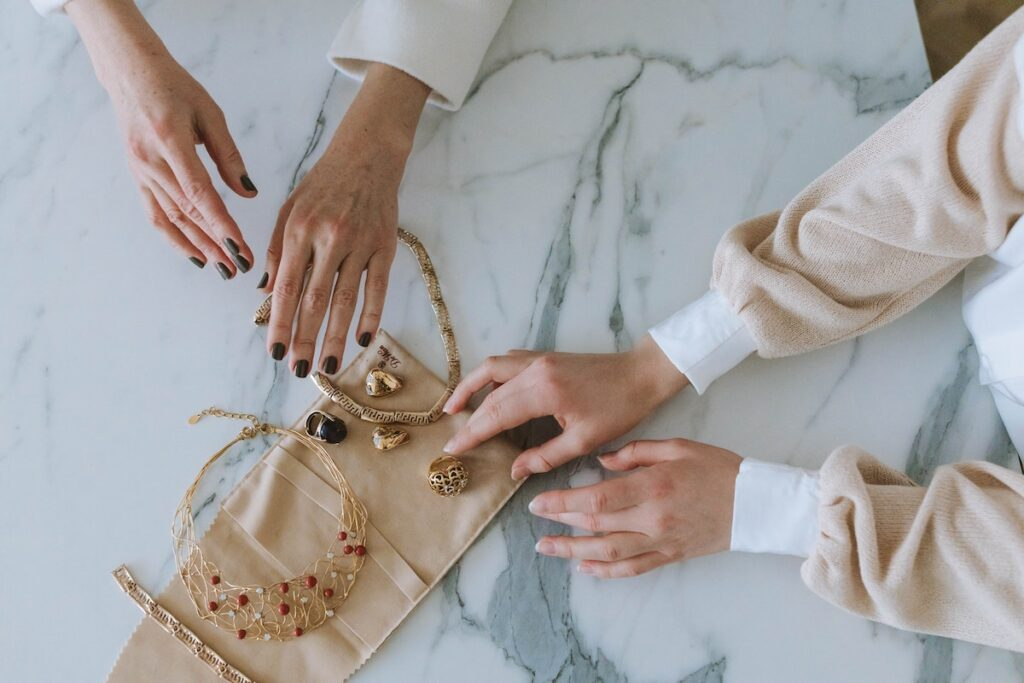 How to Create a Successful Jewellery Business: Steps and Tips womenontopp.com women on topp
