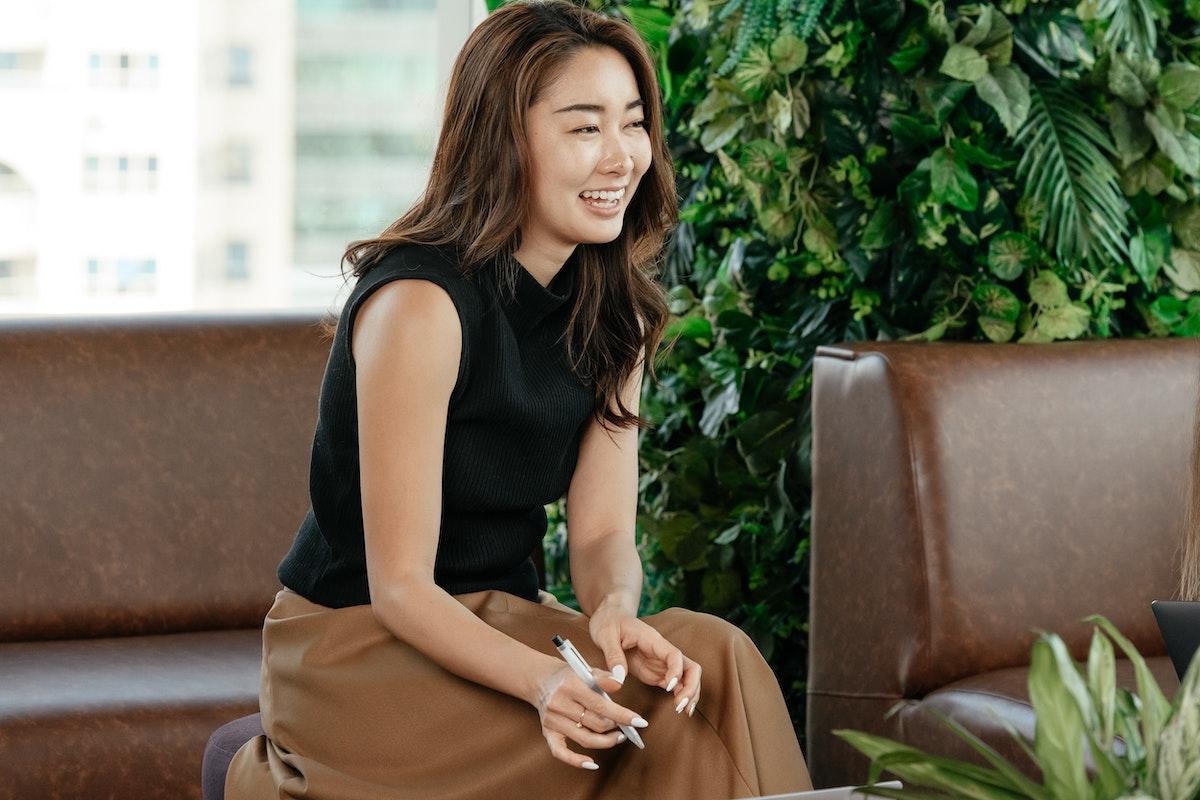 6 Tips To Appear Smart In Meetings womenontopp.com women on topp